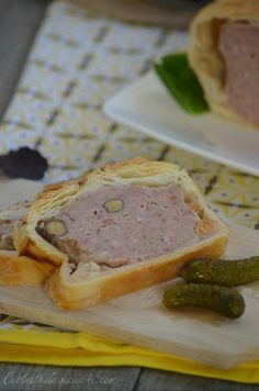 A simple pie recipe that you can prepare as an entry for Easter if you wish. This pâté is prepared the day before or 2 days before, it will be better than elsewhere … and no headache the … Sausage Recipes, Meat Recipes, Cooking Recipes, Healthy Recipes, Appetizer Buffet, Easy Pie Recipes, Cold Appetizers, Salty Foods, Mousse