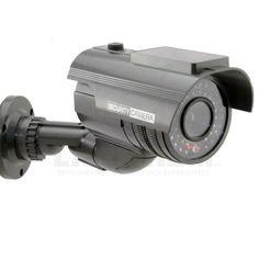 Men denna kameraattrappen från www.larmhem.se tror inbrottstjuven att det är en riktig övervakningskamera och låter därför ditt hem vara. En riktigt bra fejk kamera och ser verklig ut :)