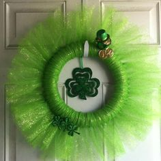 St Patrick's Day Tulle Wreath Must do this for Patty day Tulle Crafts, Wreath Crafts, Diy Wreath, Diy Crafts, Tulle Projects, Adult Crafts, Wreath Ideas, Tulle Bows, Tulle Wreath