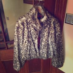 Arden b faux fur coat med Faux fur worn maybe 3 times. Perfect condition. Size medium Arden B Jackets & Coats