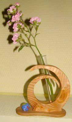 #Wooden #diy test tube flower vase: http://www.1-2-do.com/de/projekt/Reagenzglas-Vase/anleitung-zum-selber-bauen/13633/