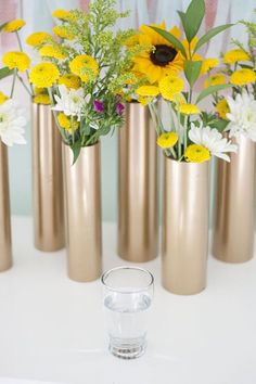 Can use any color paint. Lots of instant vases for centerpieces. Make a Modern Spring Centerpiece Using Just Gold Spray Paint and PVC Pipe Diy Projects Using Pvc Pipe, Pvc Pipe Crafts, Diy Home Decor Projects, Diy And Crafts, Project Projects, Gold Spray Paint, Copper Paint, Deco Floral, Wedding Decorations
