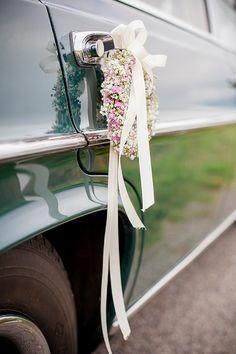 Auto Dekoration mit Blumen Hochzeit - #hochzeitsauto #deko #autodeko Elegante…