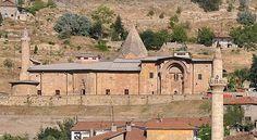 785 yıllık alttan ısıtması bulunan Divriği Ulu camisi ve Darüşşifası