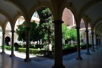 El Monasterio de La Cartuja o monasterio de Nuestra Señora de la Asunción, es una de las joyas del barroco, que fue hogar de los monjes cartujos hasta 1835.