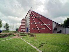 Via FearsandKahn, Beautiful Brutalism Galerie Waalkens / Art Gallery Waalkens  by  G. Daan, and A.J. Karelse , 1983