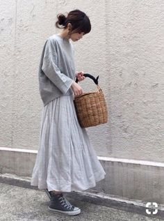 Super How To Style Converse Outfits Casual Ideas Modest Fashion, Skirt Fashion, Fashion Outfits, Womens Fashion, Mode Outfits, Casual Outfits, Japanese Minimalist Fashion, Japanese Fashion Street Casual, Japan Fashion Casual