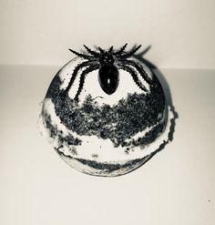 Fobia Bath Bomb  #scary #spiders #arachnophobia #fobia #horrorbathbomb #spooky #halloweenbathbombs #goth #shoplatinx #brewbles #spider #arañas #earthy #vegan #brujx #witchy