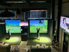 Five Iron Golf Offers Sports Bar and Simulator Games Near Little Italy Home Golf Simulator, Indoor Golf Simulator, Golf Bar, Golf Room, New York Sites, Gym Design, Design Ideas, Golf Green, Golf Simulators