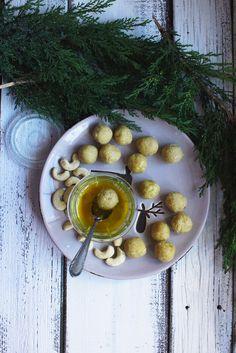 https://recepty.rohlik.cz/1051-citronove-kesu-kulicky-v-bile-cokolade