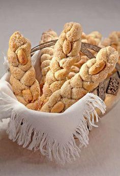Treccine di mandorla - Sicilian almond dough