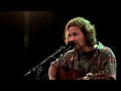 Eddie Vedder (Pearl Jam) Society (live) - Into The Wild (Na Natureza Selvagem) Water on The Road (DVD) 2011