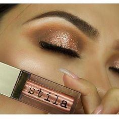 Eyes on FLEEK with our Magnificent Metals Glitter & Glow in Rose Gold Retro via @makeuplovers_arg