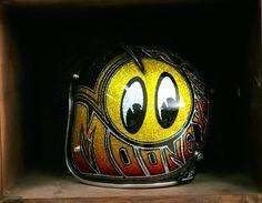 Aucun texte alternatif disponible. Cool Motorcycle Helmets, Custom Paint Motorcycle, Cycling Helmet, Cool Motorcycles, Pinstripe Art, Candy Paint, Open Face Helmets, Custom Helmets, Helmet Design