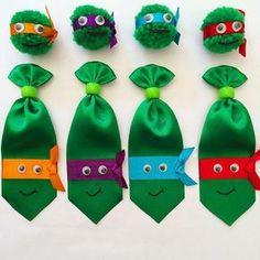 Conjuntinho de 1 gravata com 1 pompom Tartaruga Ninja, disponível nas 4 cores das fotos. Dog Hair Bows, Dog Bows, Diy Projects To Try, Craft Projects, Preschool Crafts, Crafts For Kids, Baby Boy Accessories, Fathers Day Crafts, Pet Shop