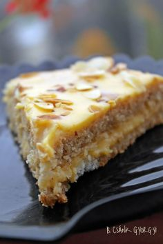 svéd mandulatorta, az IKEA-s csoda süti (Swedish almond vanilla cake) Cookie Desserts, Gluten Free Desserts, Sweets Recipes, Cake Recipes, Hungarian Desserts, Hungarian Recipes, Salty Snacks, Almond Cakes, Food And Drink