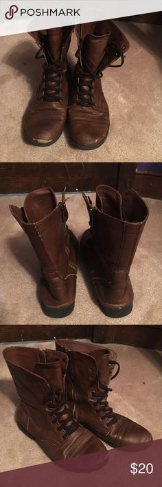 Steve Madden Combat Brown Boots Steve Madden brown combat boots in size 8. Overall in great condition except minor chip at top of the foot. Steve Madden Shoes Combat & Moto Boots