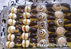 Hungarian Desserts, Poppy Cake, Mini Cupcakes, Cake Cookies, Doughnut, Sushi, Deserts, Muffin, Food And Drink