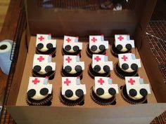 Red Velvet cupcakes topped with ambulances. Graduation Cupcakes, Graduation Party Decor, Birthday Cupcakes, 40th Birthday Parties, Grad Parties, Fourth Birthday, Ambulance Cake, Cake Pop Decorating, Fireman Party