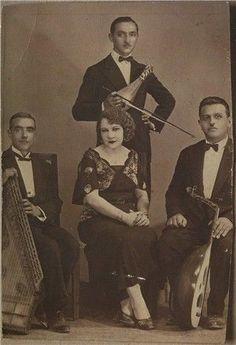 This is Roza Eskenazi she was a Jewish-Greek singer. Greek Fashion, Turkish Fashion, Greek Plays, Greek Blue, Greek History, Greek Music, Beautiful Costumes, Folk Music, People Around The World