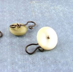 Tutorial: Making hook clasps from shank buttons