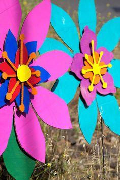 cardboard flowers Jungle Art Projects, Off The Map, Set Design Theatre, Spirited Art, Cardboard Art, Music For Kids, Summer Art, Luau, Flower Decorations
