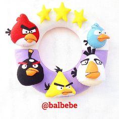 Emir bebek için yapılan Angry birds kapısüsü. Keçeden EMİR yazınca bitmiş olacak.  #keçe #keçetasarım #keçeden #keçekapısüsü #keçemagnet #keçebebekşekeri #bebek #bebeksüsü #bebekodası #bebekodasi #bebekodasıkapısüsü #bebekodasıkapısüsleri #felt #felteo #felting #feltcraft #angry #angrybirds #angrybird #balbebe #balbebek