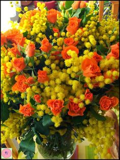 Bouquet de mimosa et de roses oranges All Flowers, Beautiful Flowers, Ladies Day, Gardening Tips, Flower Power, Tulips, Flower Arrangements, Eye Candy, Bouquet