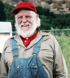Denver Pyle as Uncle Jesse Duke in the Dukes of Hazzard Oncle Jesse, Denver Pyle, Duke Photos, Grizzly Adams, Dukes Of Hazard, John Schneider, Catherine Bach, Old Tv Shows, Ol Days
