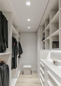 3 tipos de closets para cada gusto. Decohunter. El closet deja de ser un rincón anticuado de almacenamiento y se convierte en un área soñada de diferentes tipos de formas, estilos y demás como los objetos que habitan en él. aramario. organiza tu cuarto. Lee más aquí