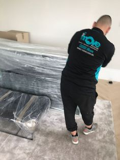 iMove Group experts offer years of experience and provide a wide range of high-quality services. They are highly trained to undertake all actions needed in ensuring a smooth removal process.