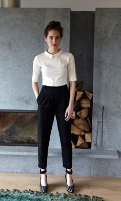 Casual Office Attire Or What To Wear To Work You can collect images you discovered organize them, add your own ideas to your collections and share with other people. Fashion Mode, Office Fashion, Work Fashion, Latest Fashion, Classy Fashion, Fashion Trends, Fashion Black, Trendy Fashion, Corporate Fashion Office Chic