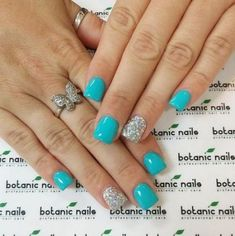 The advantage of the gel is that it allows you to enjoy your French manicure for a long time. There are four different ways to make a French manicure on gel nails. Trendy Nails, Cute Nails, Botanic Nails, Gel Nails, Nail Polish, Coffin Nails, Toenails, Glitter Accent Nails, Dipped Nails