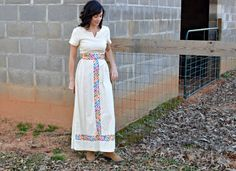 Check out this item in my Etsy shop https://www.etsy.com/listing/268255715/70s-vintage-linen-maxi-dress-colorful