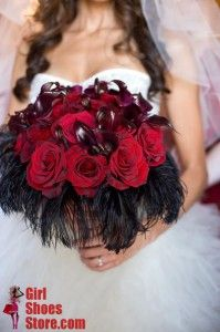 Check out this spooktacular Halloween wedding bouquet!