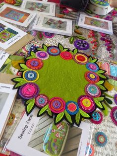 Sylvia and I had a really enjoyable day today courtesy of Berry Patchwork Shop and we joined in a workshop with Wendy Williams (Flying Fish. Motifs Applique Laine, Wool Applique Quilts, Wool Applique Patterns, Wool Quilts, Wool Embroidery, Felt Patterns, Felt Applique, Felted Wool Crafts, Felt Crafts