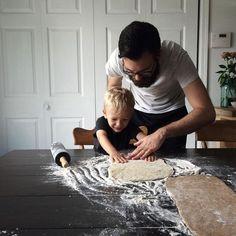 Baking memories Att få umgås med barn är både roligt och spännande. Deras syn på livet, spontanitet, lekfullhet och kreativitet. Balansen i livet är inte att jonglera mellan olika saker utan att hitta en vardag där du får in kvalitetstid med de du tycker om genom att prioritera bort det som egentligen kan vänta #homielifeinbalance #family