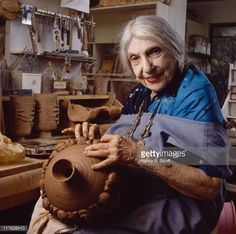American artist and potter Beatrice Wood at work in her studio, circa. Hans Richter, Beatrice Wood, Francis Picabia, Dying Of The Light, Muse Art, Southwest Art, Advanced Style, Ceramic Artists, French Artists