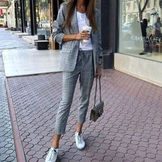 20 Women Spring Outfits for Work - Work Outfits Women Spring Work Outfits, Spring Outfits Women, Casual Work Outfits, Business Casual Outfits, Cute Outfits, Plaid Outfits, Business Attire, Cute Office Outfits, Comfy Work Outfit