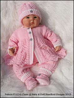 Lacy Trouser Suit B - maallure Knit Baby Sweaters, Knitted Baby Clothes, Baby Hats Knitting, Baby Knitting Patterns, Knitting Designs, Baby Patterns, Hand Knitting, Baby Dolls, Baby Born Clothes