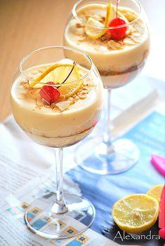 Lemon Curd Trifle - make as 'dessert shots'. Trifle Desserts, Pudding Desserts, Lemon Desserts, Lemon Recipes, No Bake Desserts, Just Desserts, Summer Recipes, My Recipes, Delicious Desserts