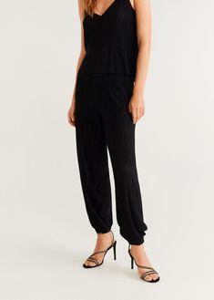 Flowy fabric Pleated design Long design Elastic band on the back Trousers Women, Pants For Women, Pantalon Cargo, Mango France, Flowy Pants, Bustier, Zara, Jumpsuit, Skinny