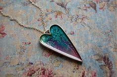 Srdce zaliate živicou, podklad je vytvorený špeciálnymi farbami. Dĺžka retiazky na želanie....
