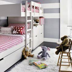 Los ambientes compartidos son protagonistas en este dormitorio que ocupan dos hermanas. Su éxito radica en la distribución del espacio, que cumple con todas las expectativas.
