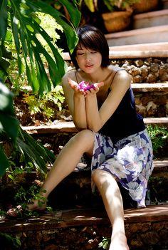 Isn't she beautiful? Japanese Beauty, Japanese Girl, Asian Beauty, Asian Woman, Asian Girl, Asian Photography, People Poses, Beautiful Asian Women, These Girls