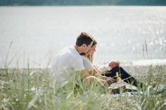 Outdoor Lifestyle Newborn Sessions - Photography Tips For Photographers Outdoor Newborn Photos, Outdoor Newborn Photography, Lifestyle Newborn Photography, Photography Poses Women, Children Photography, Family Photography, Photography Tips, Urban Photography, White Photography