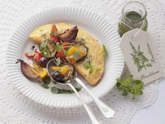 Probieren Sie das leckere Omelett mit Ofengemüse von EAT SMARTER oder eines unserer anderen gesunden Rezepte!