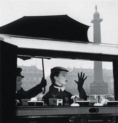 Bettina in front of Van Cleef & Arpels' windows, place Vendôme, Paris, Photo by Jean-Philippe Charbonnier / Gamma Rapho Josephine Baker, Place Vendome Paris, French Fashion, Vintage Fashion, Fifties Fashion, Vintage Vogue, Cities, Place Vendôme, Jean Philippe