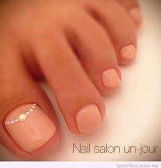 Simple and wonderful natural toe nails More