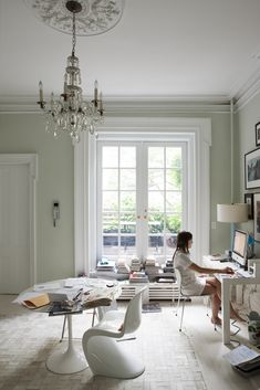 Love this workspace. It's productive, creative, contemporary, real. Organized and functioning.